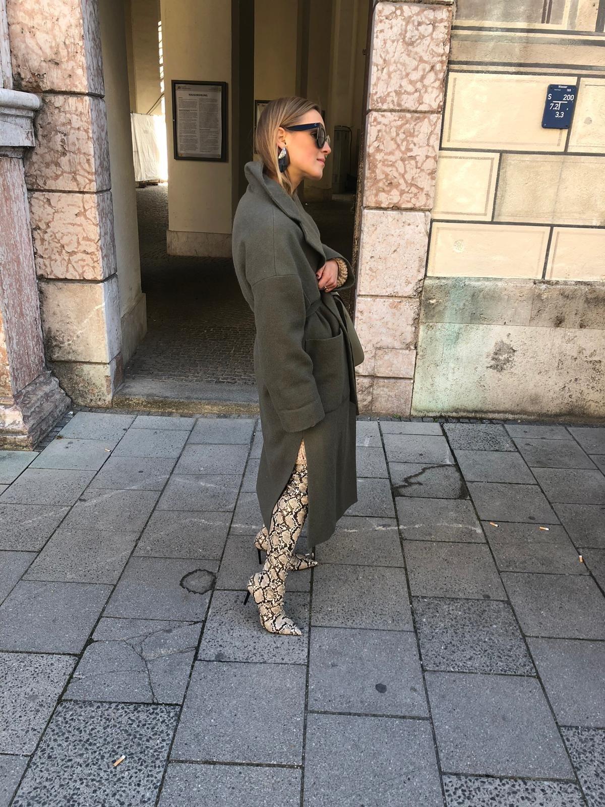 zara khaki coat fashionblogger style