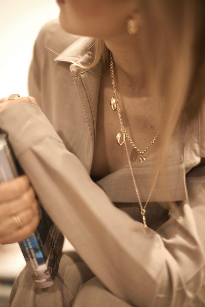 gold chain Céline