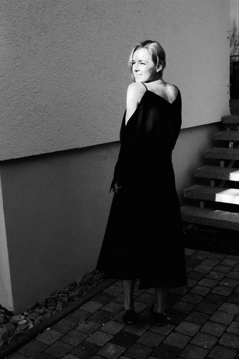 Fashion Blogger Schulterfreies Top