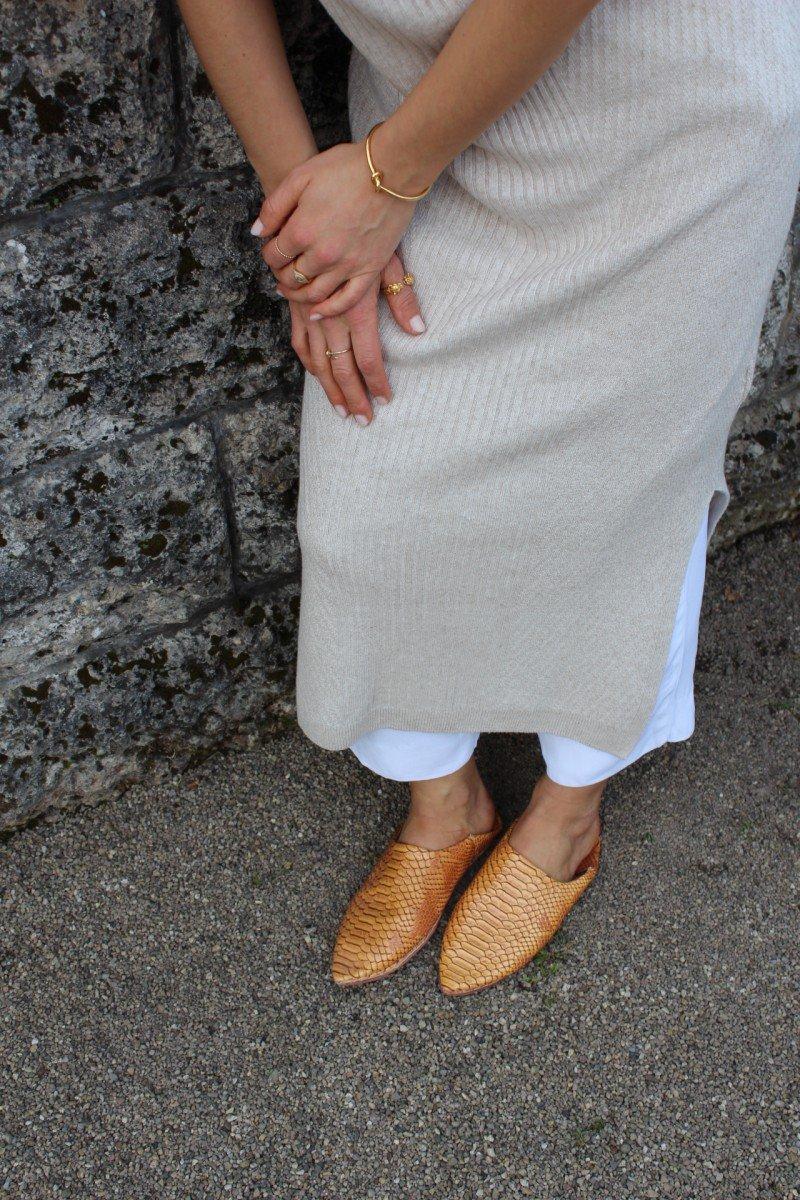 weiße Culotte mit Kleid