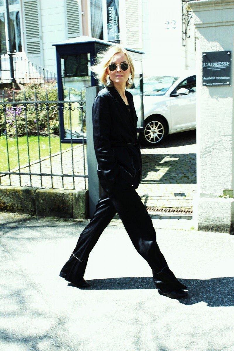 Fashion Blogger wear Pyjama