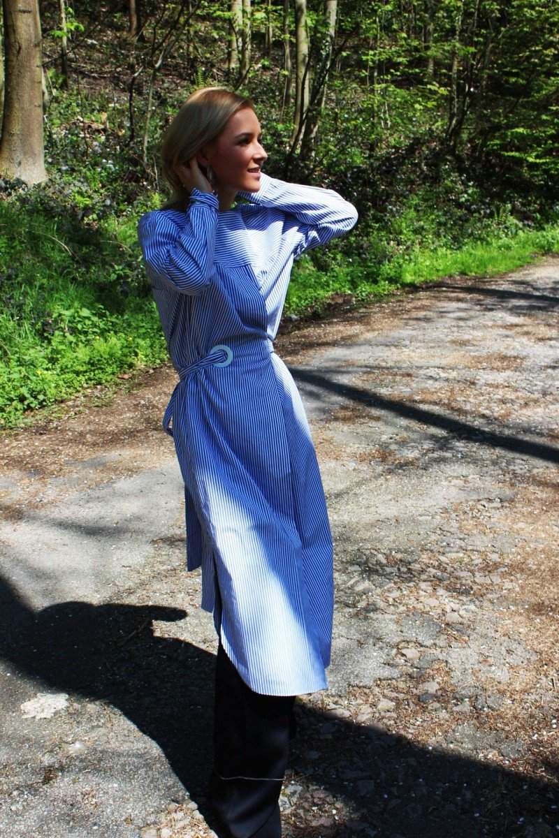 Langes Kleid blau weiß blau