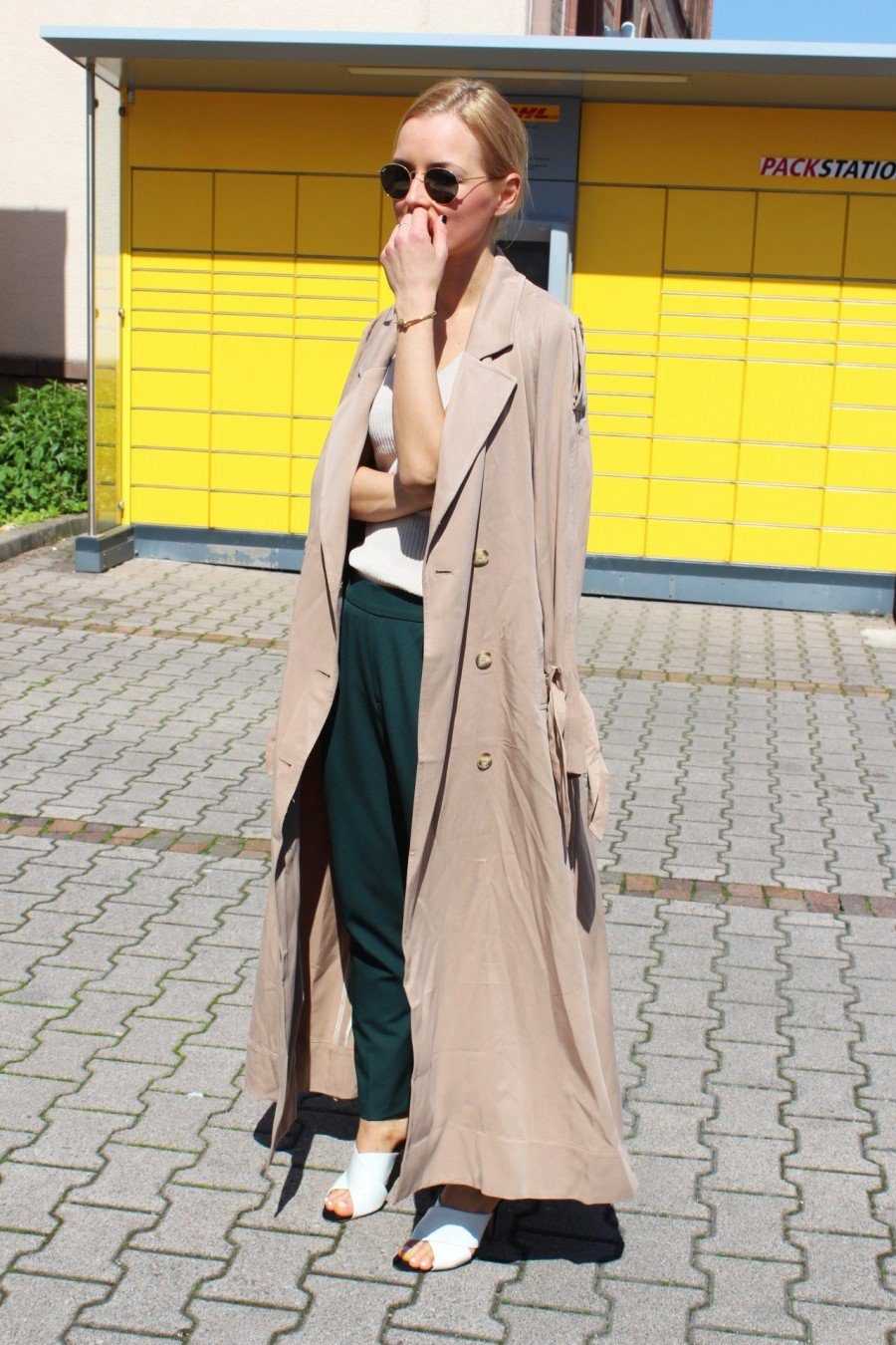 Trenchcoat fashion blogger streetstyle