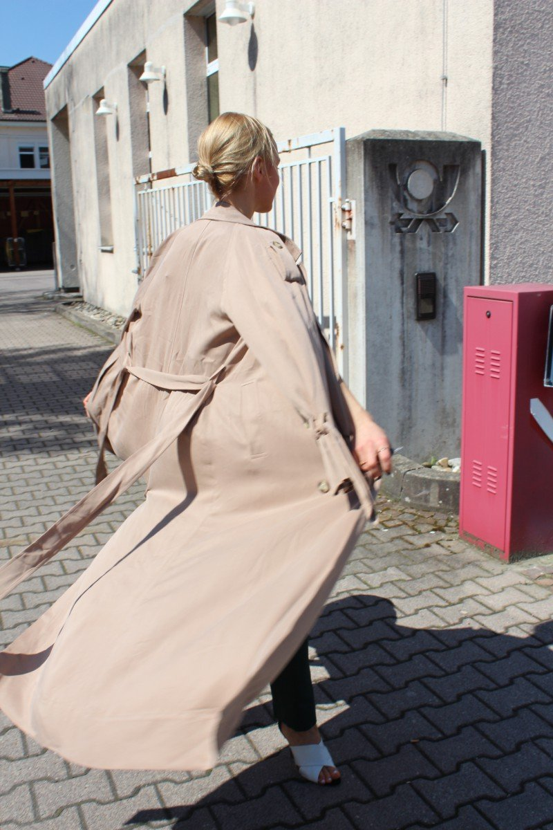 Trenchcoat Fashionblogger