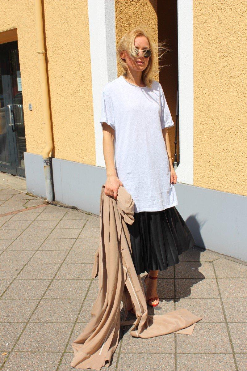 Streetstyle Fashion Blogger Midi Skirt black