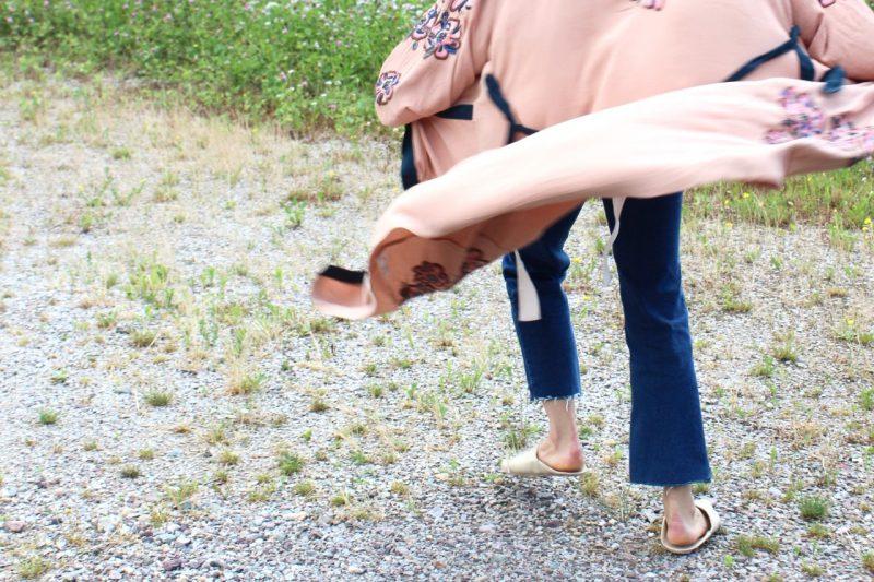 Jeans und Kimono kombinieren
