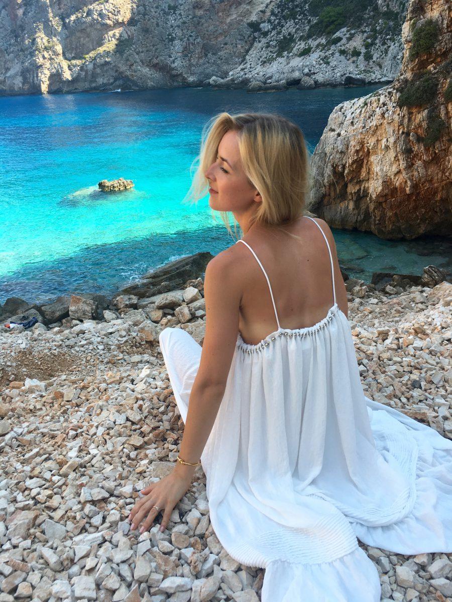 style whit white dress