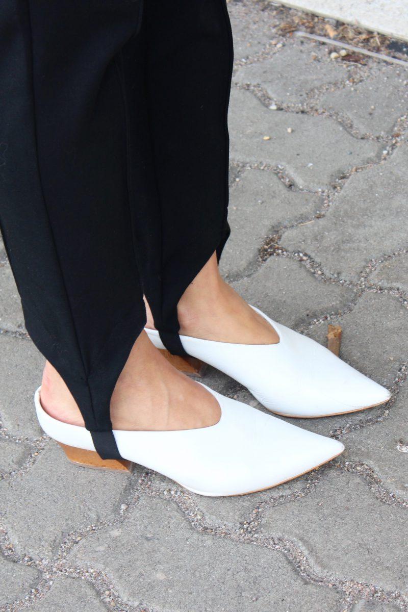 steghose mit spitzen Schuhen