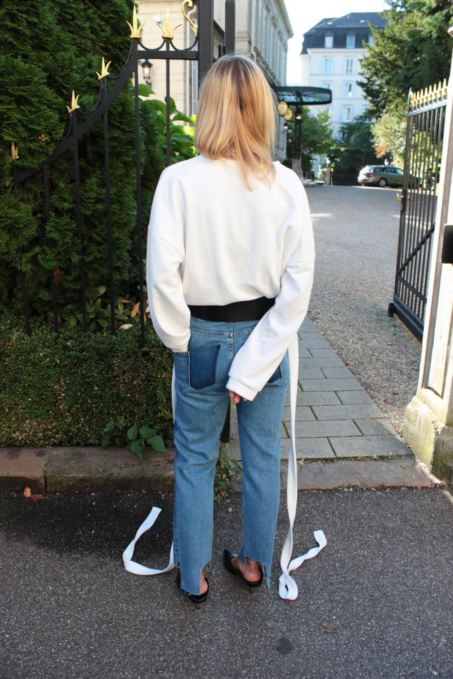 breiter Gürtel zu einer jeans kombinieren