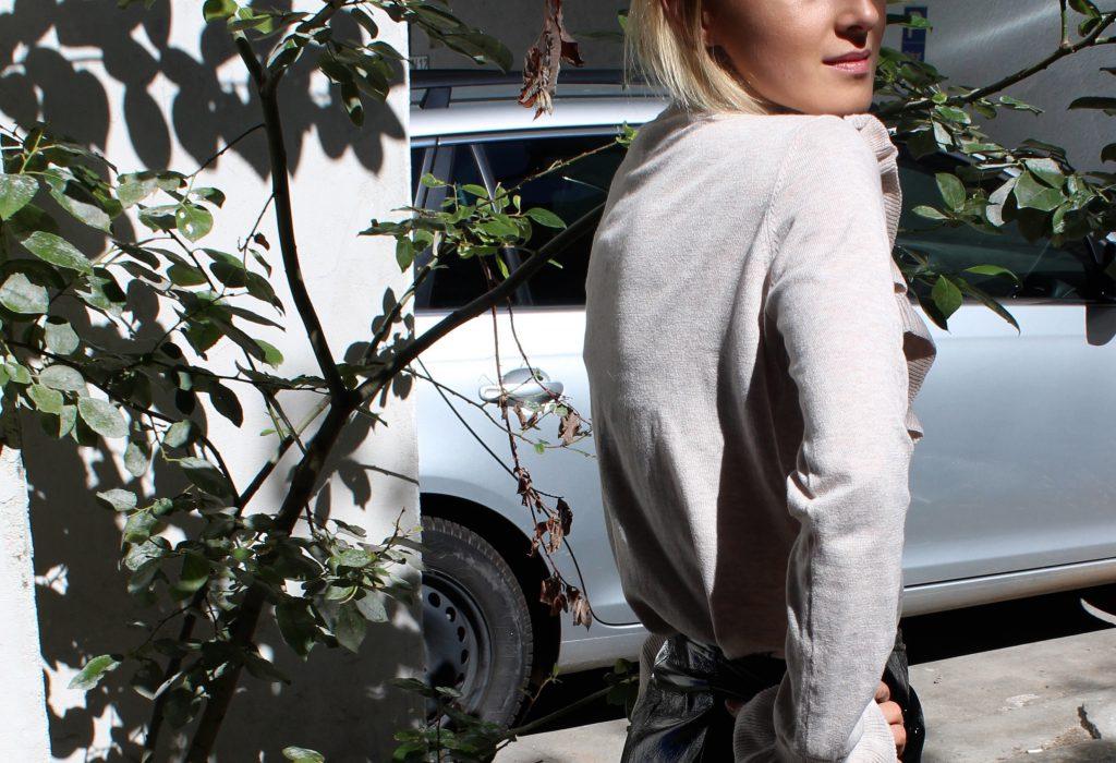 Pullover mit Rüschen Details