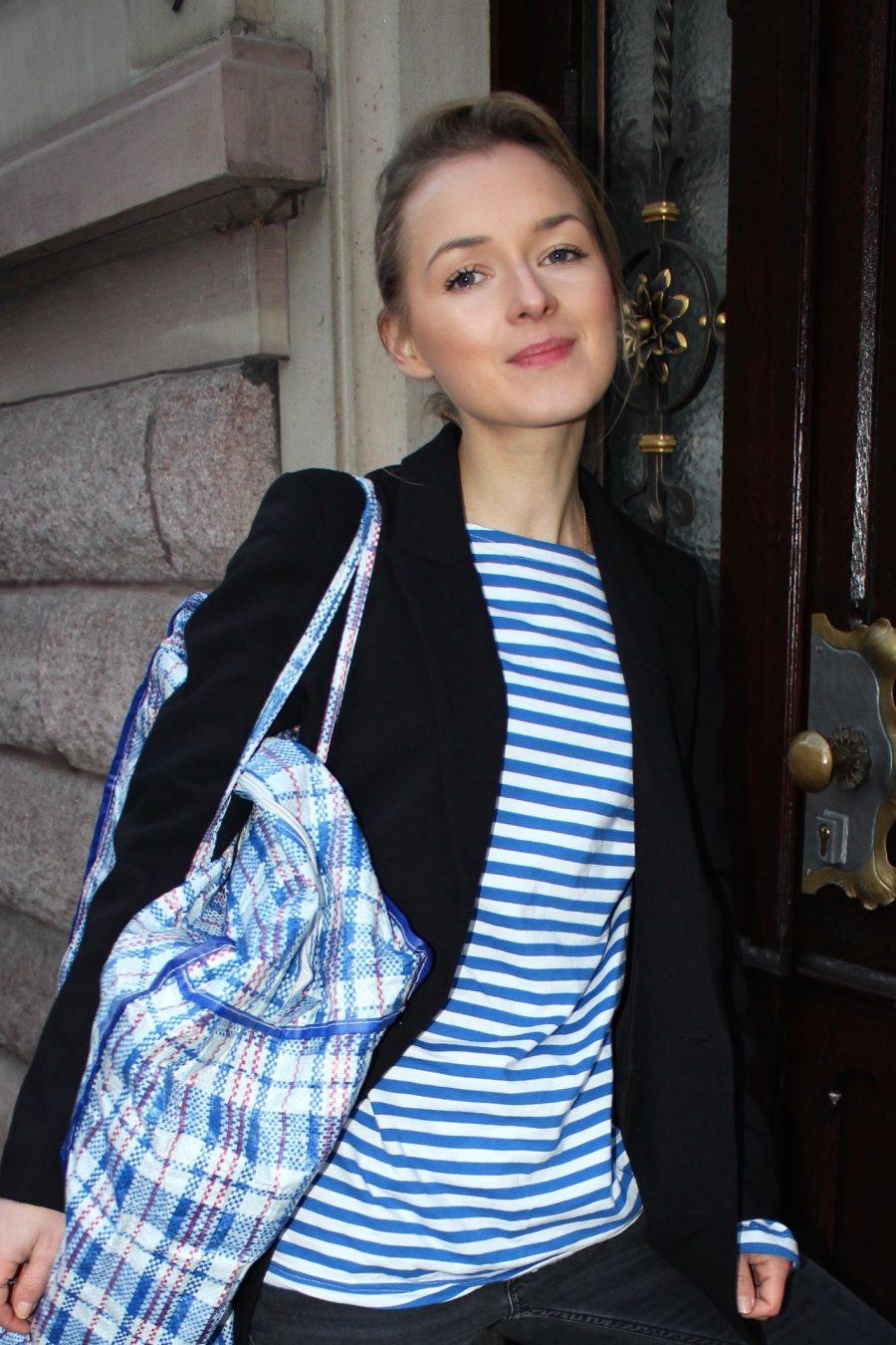 white / blue stripes