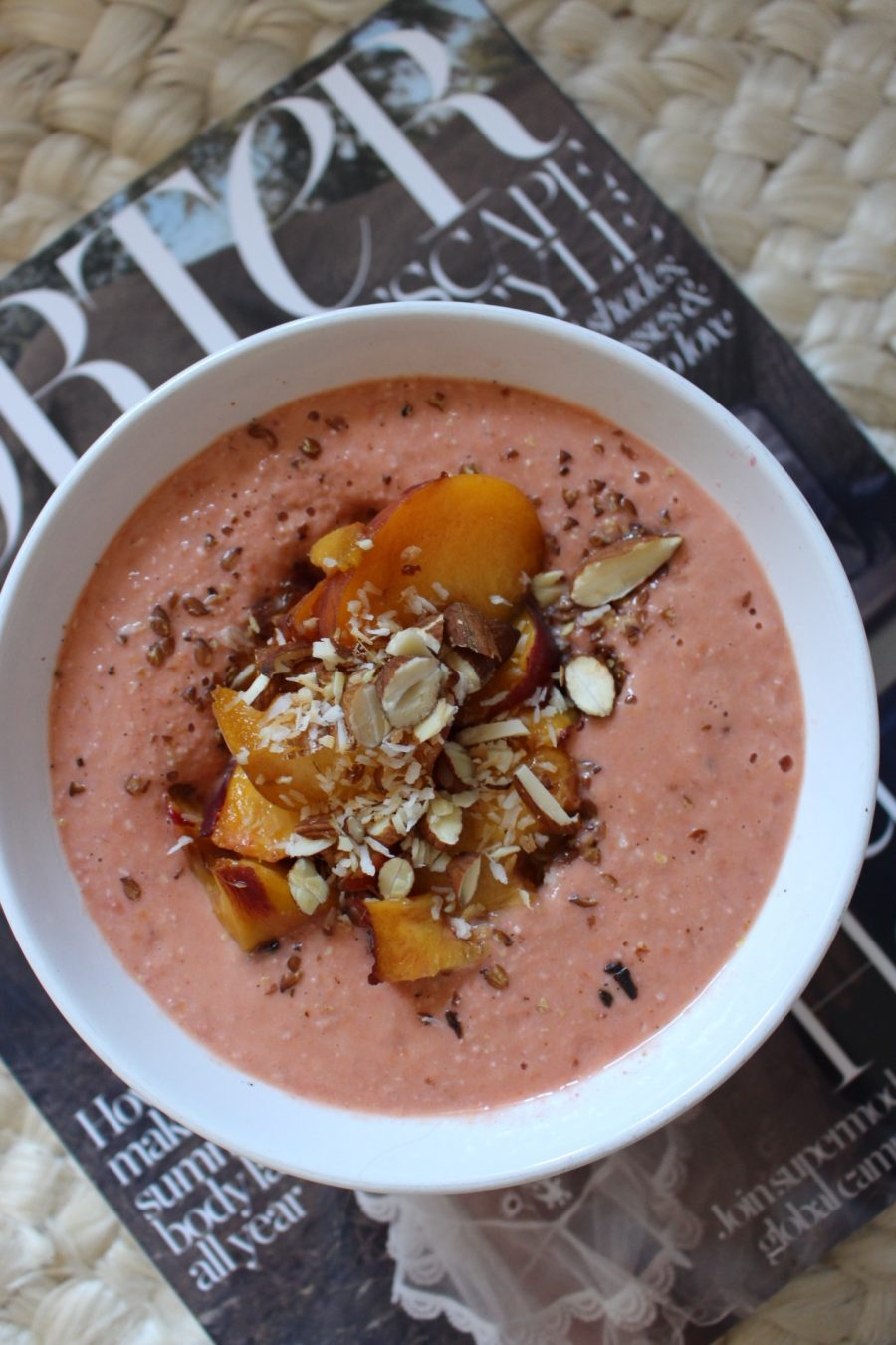 Peach Smoothie-Bowl