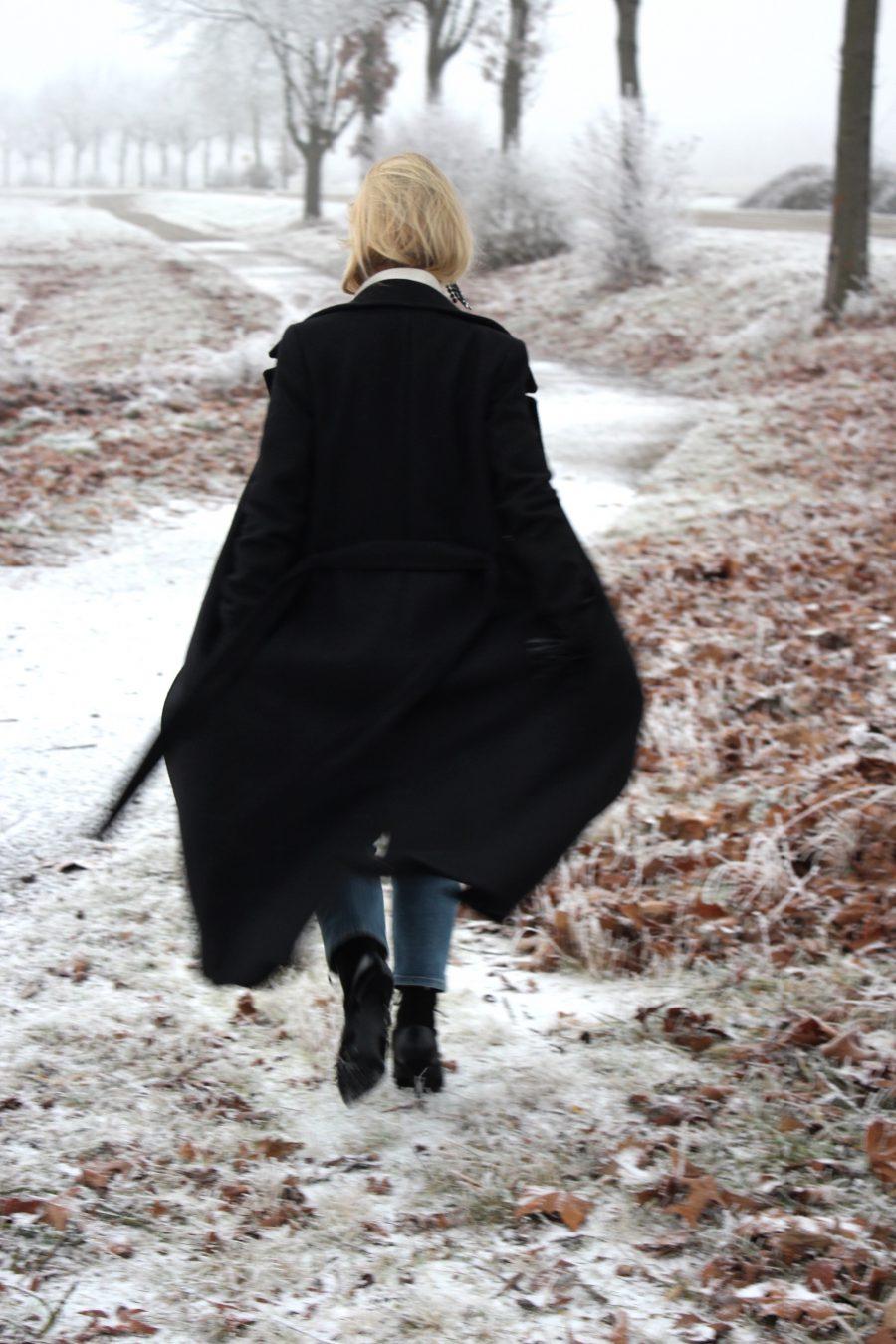schwarzer Mantel Massimo Dutti