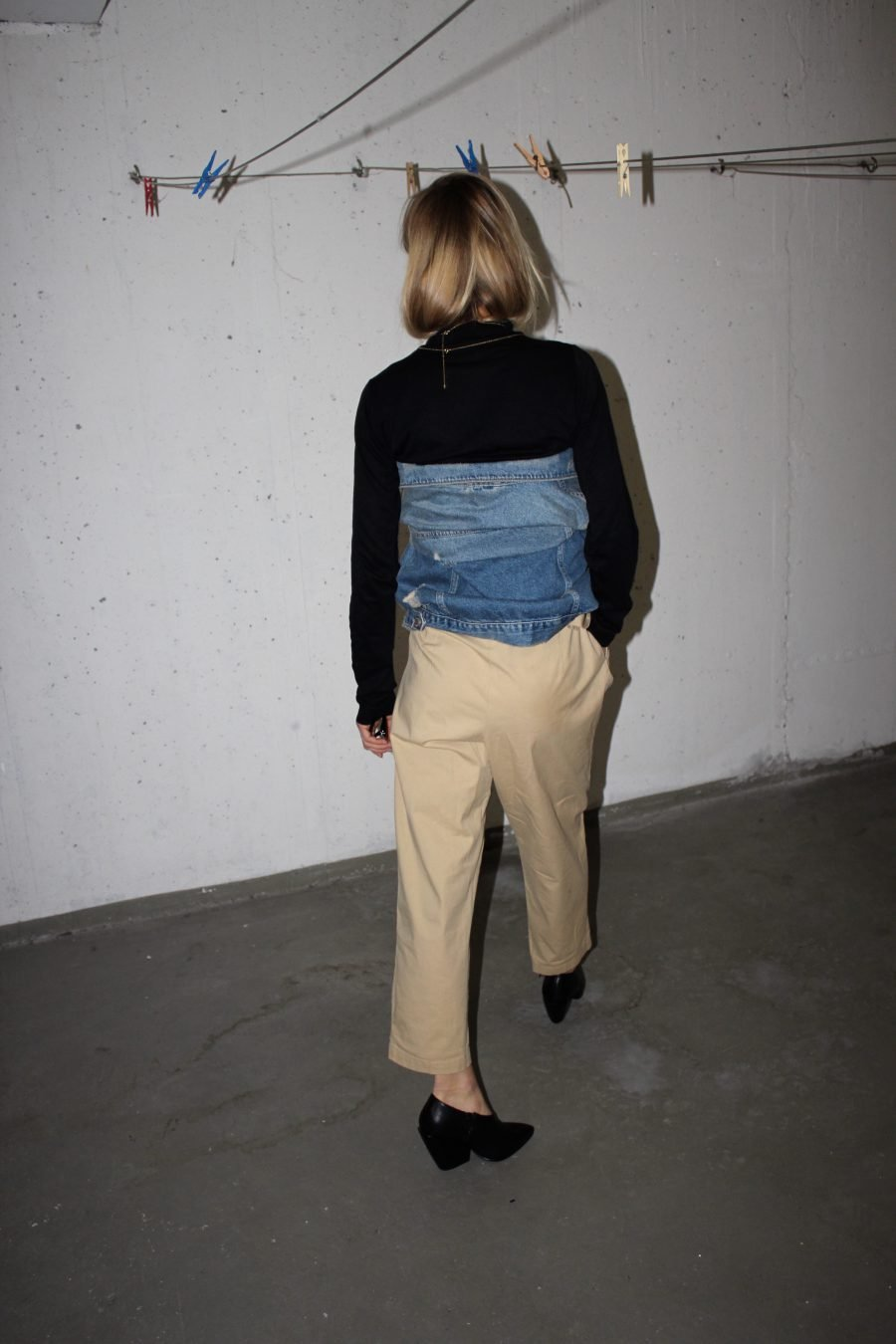 beige trousers fashion blogger