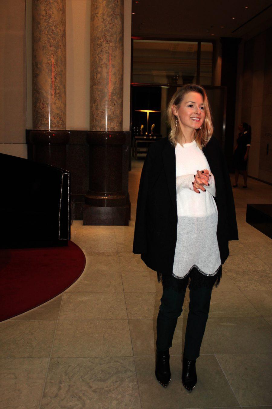 weißer Pullover mit spitze Zara