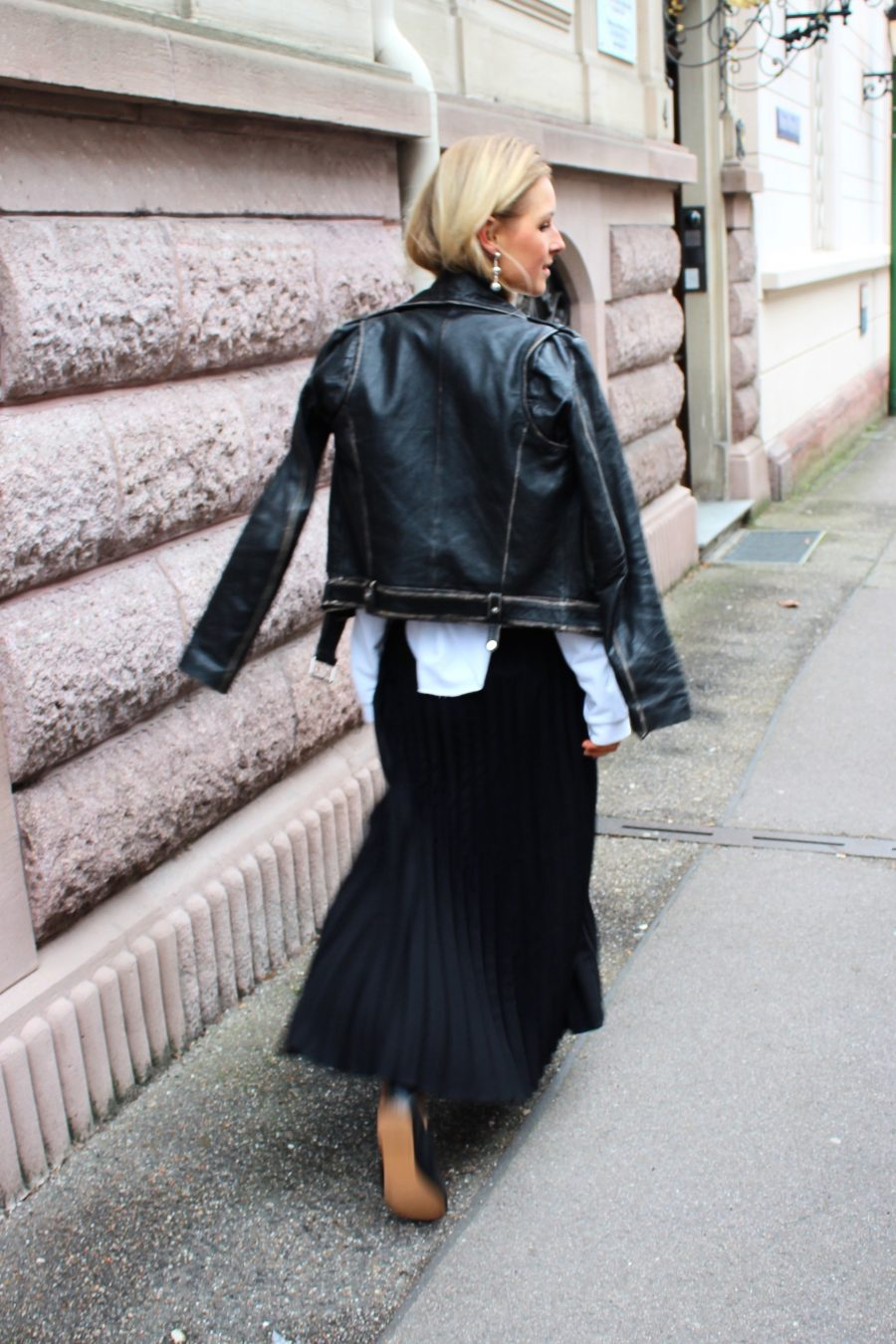 Black Plissee skirt H&M