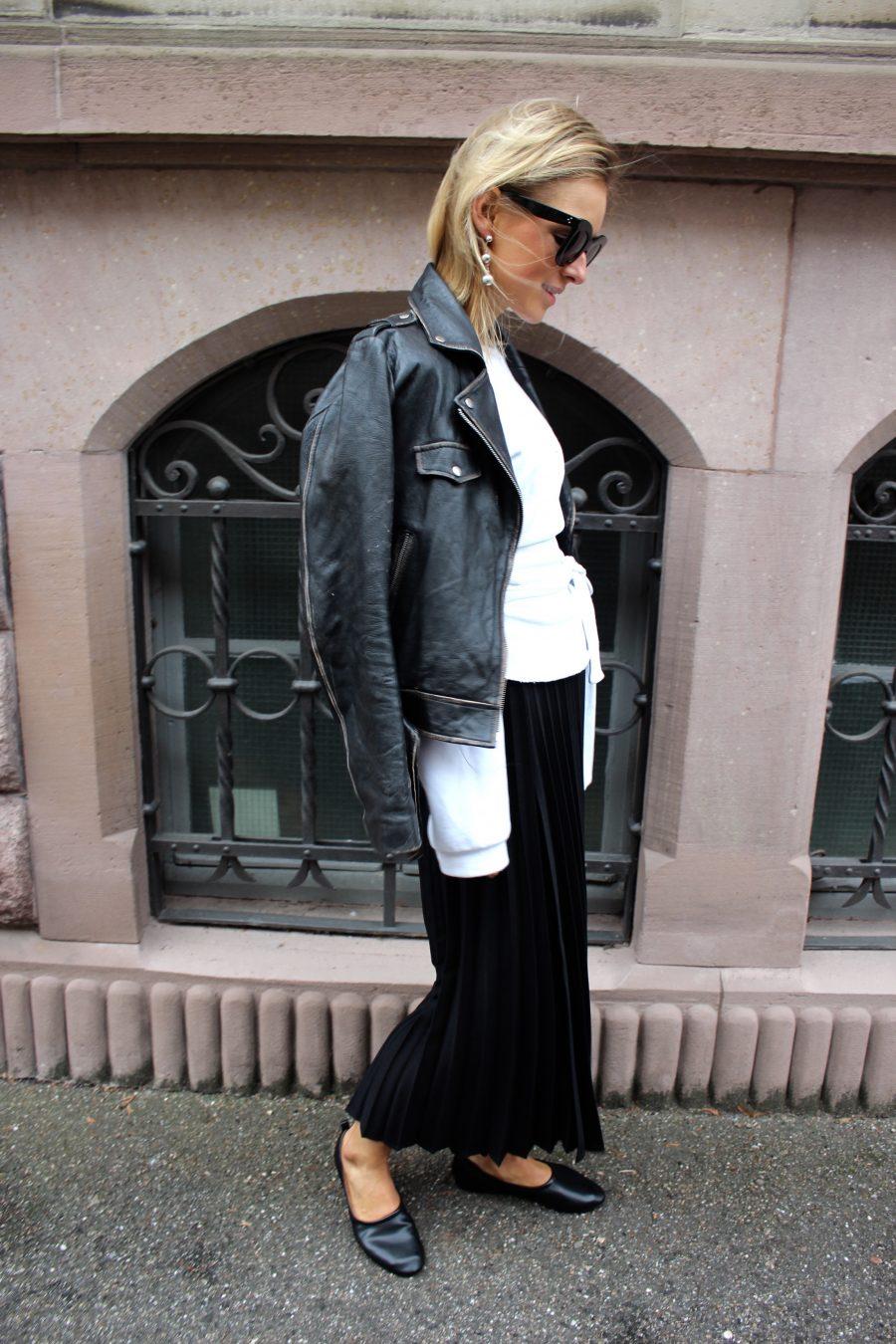 Black Plissee skirt H&M