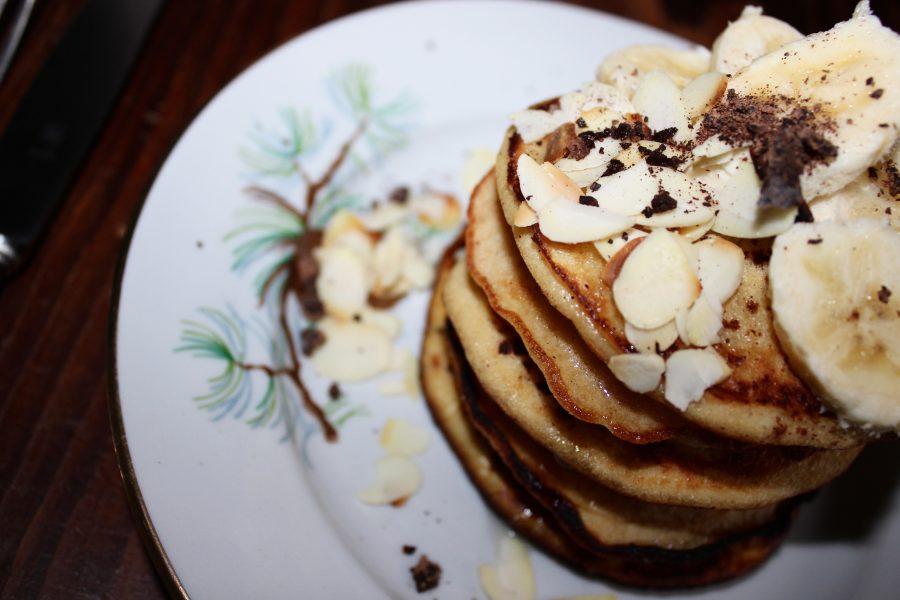 Fluffy Pancakes mit kokosmehl und bananen