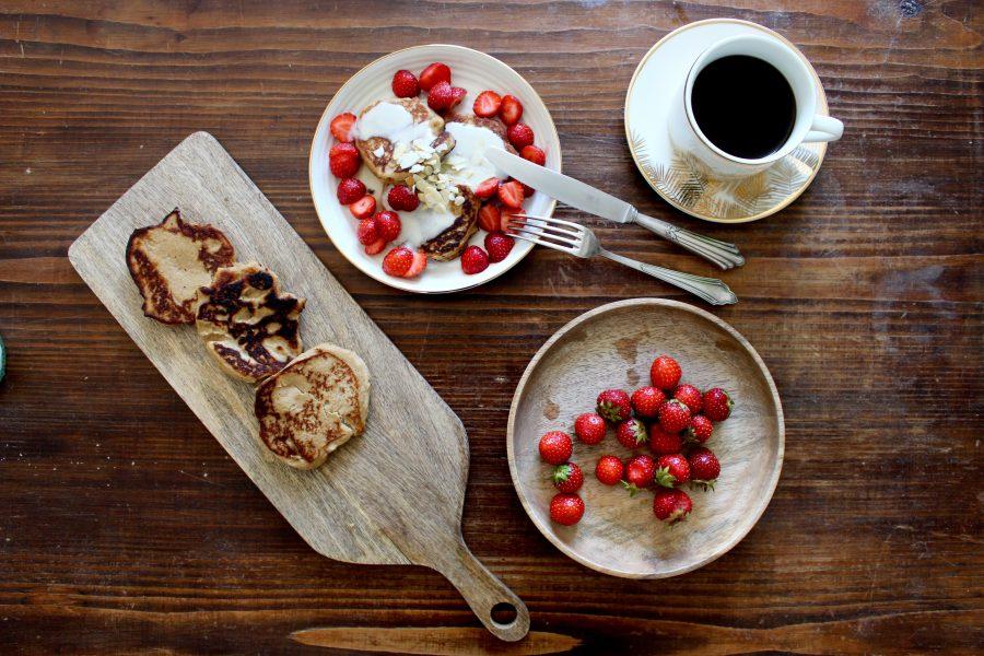 mini pancakes zum frühstück mit Erdbeeren