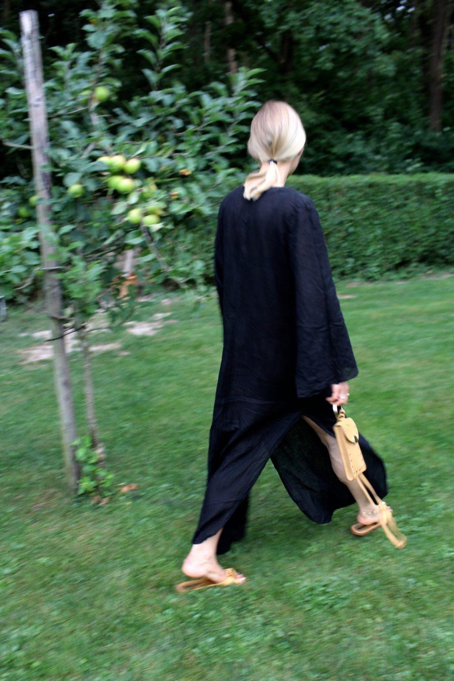 linen dress black fashion blogger