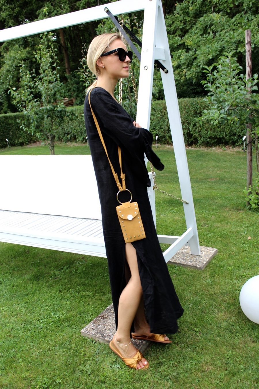 linen dress black fashion blogger