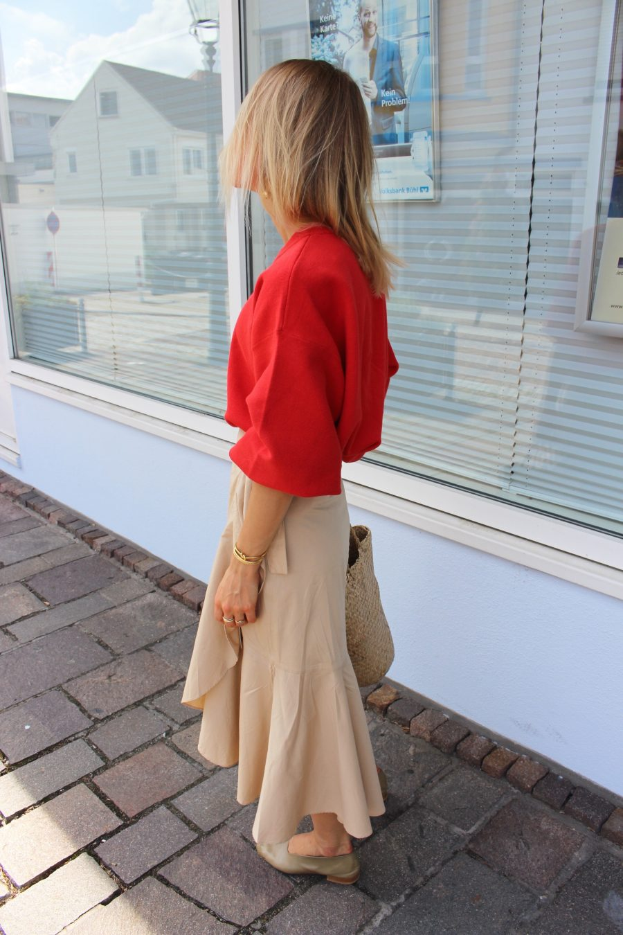 red sweater H&M trend