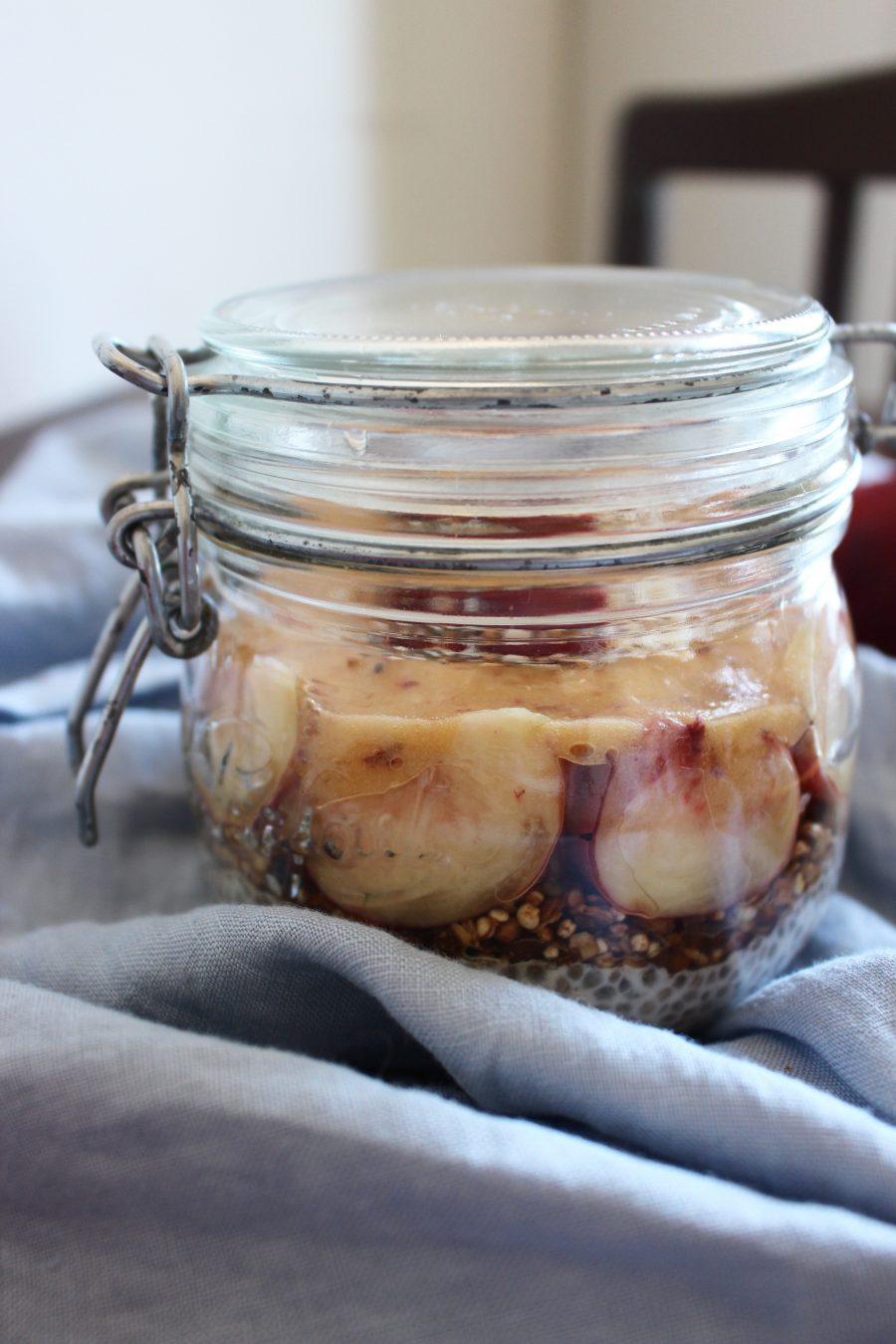 Kokos Chiapudding mit süßen Pfirsichen