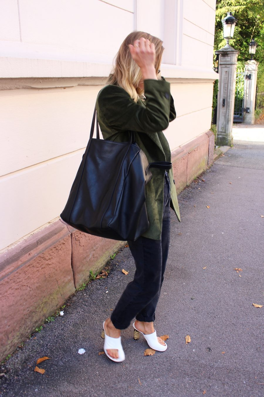 balenciaga bag black