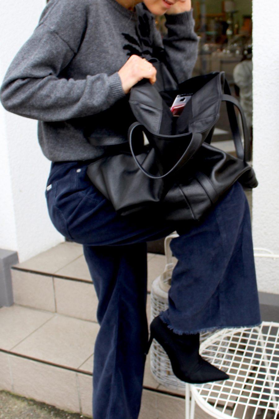 black balenciaga bag