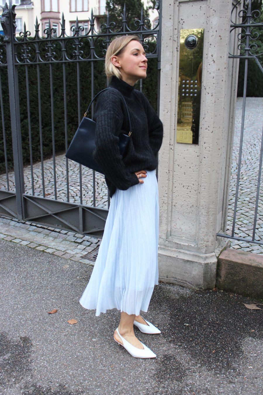 H&M pleated skirt blue on sale