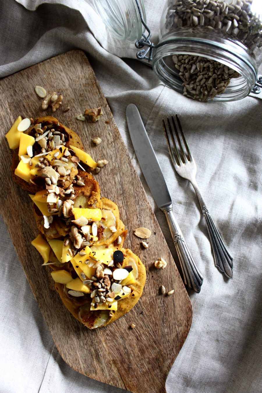 Pumpkin-Banana-Pancakes with fresh Mango