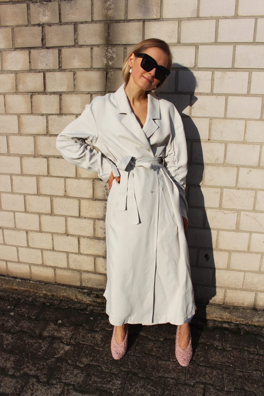 white oversized coat fashion blogger streetstyle