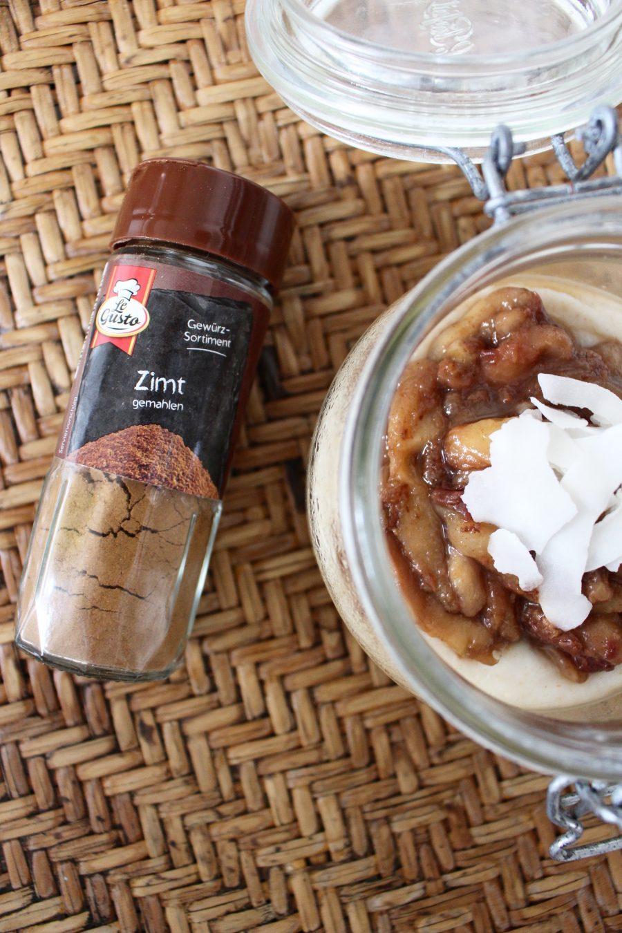 Grießbrei mit warmen Pfirsichkompott