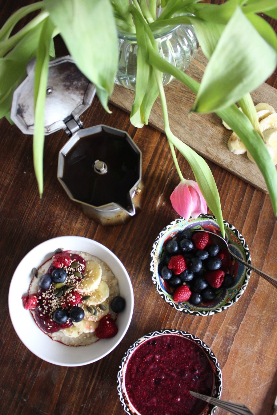 Couscous Porridge mit warmen Beeren