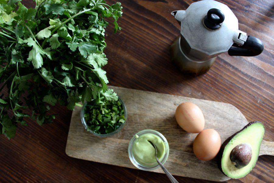 Eier Benedikt mit Avocado Mayo und Süsskartoffeln