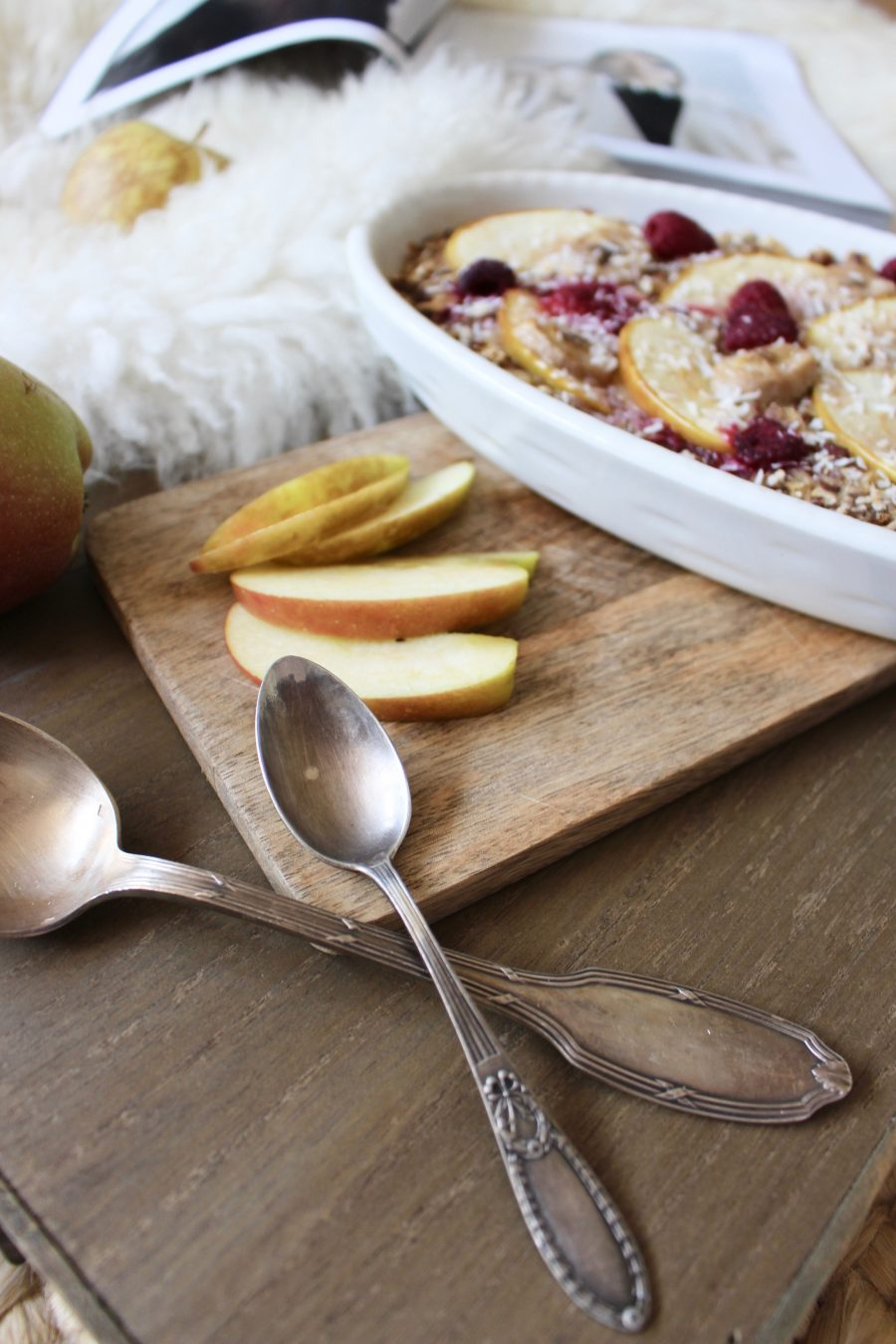 Ofen Porridge mit Rhabarber & Apfel