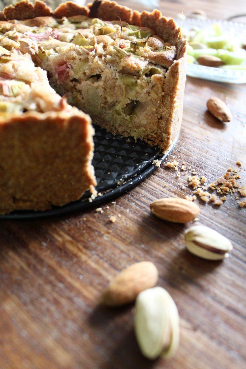 gesunder Rhabarber-Marzipan Kuchen