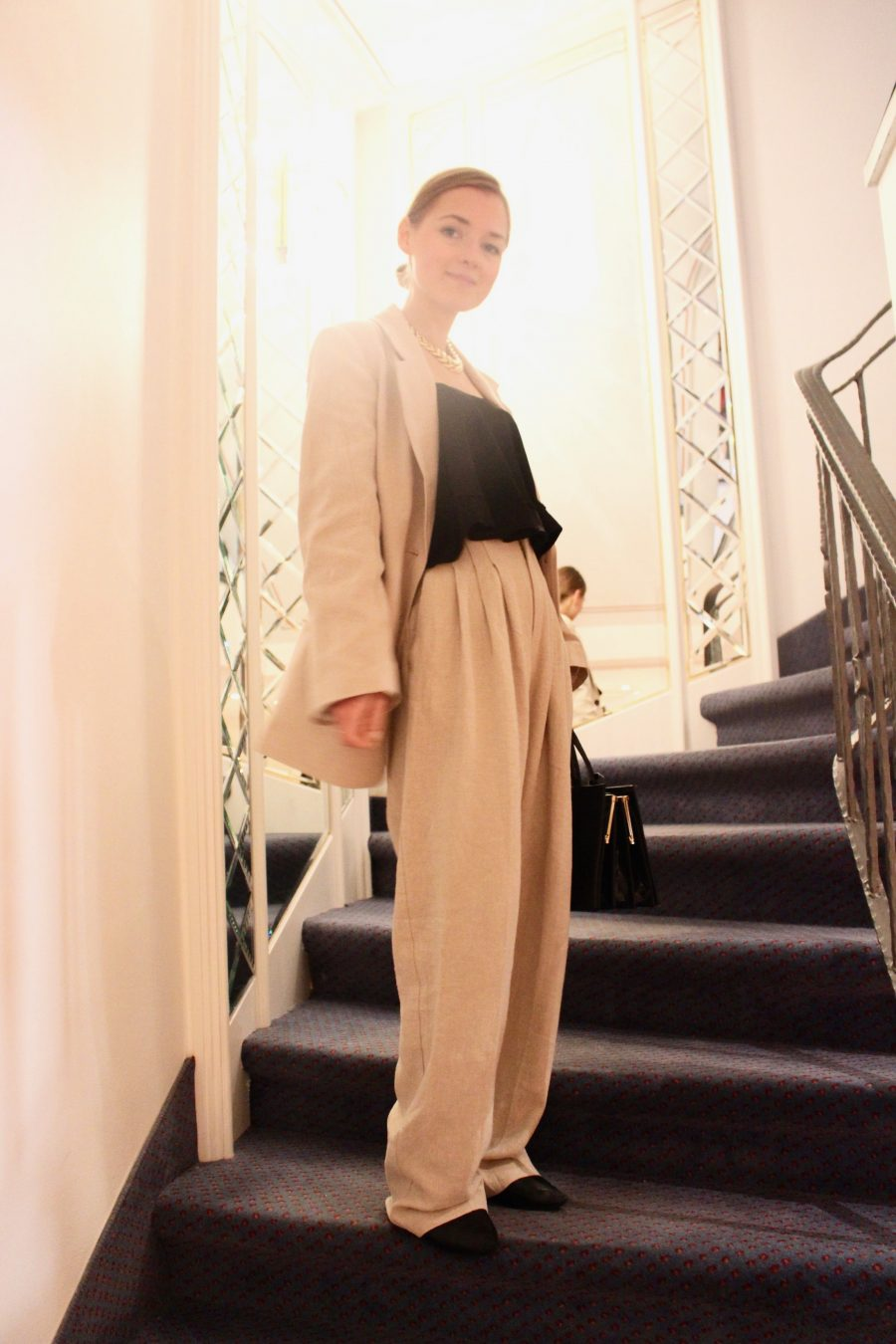 Linen jacket fashion blogger