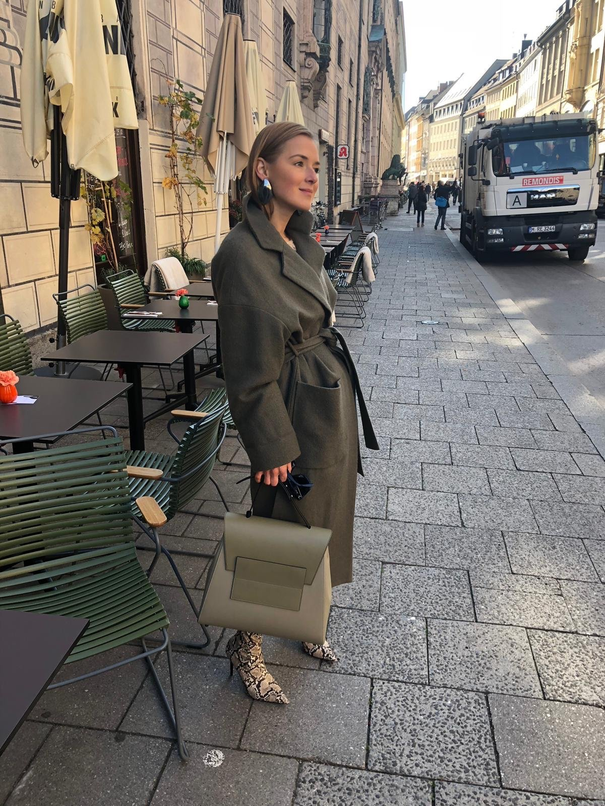 Green outfit fashion blogger fall winter 2018