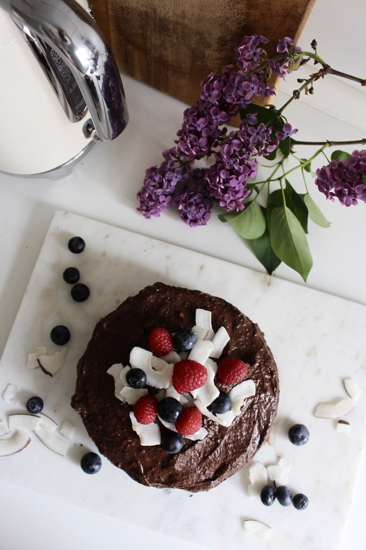 Creamy Chocolate Cake with Berries | 14.05.2020