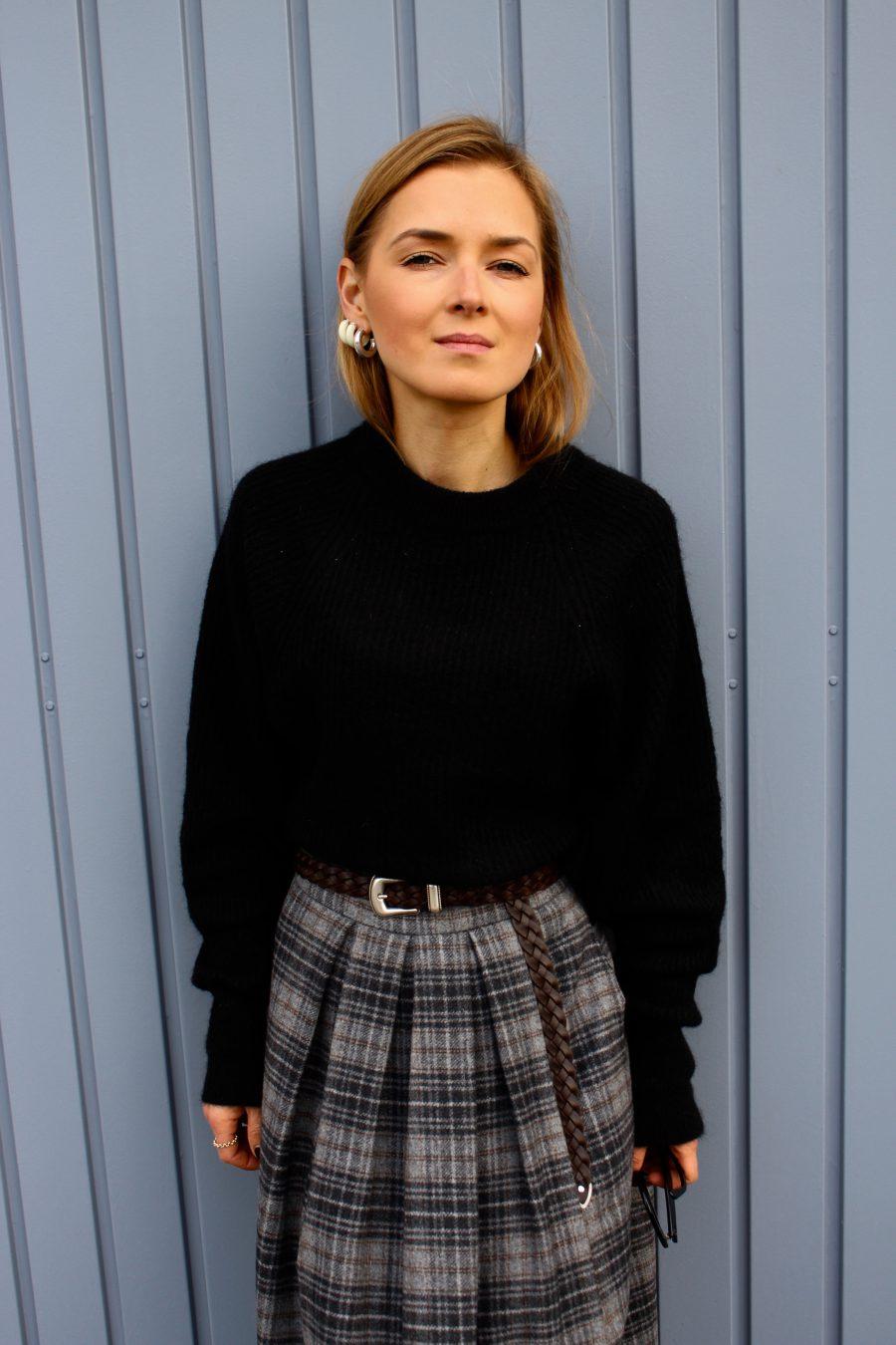 Black sweater blogger style winter 2018 look