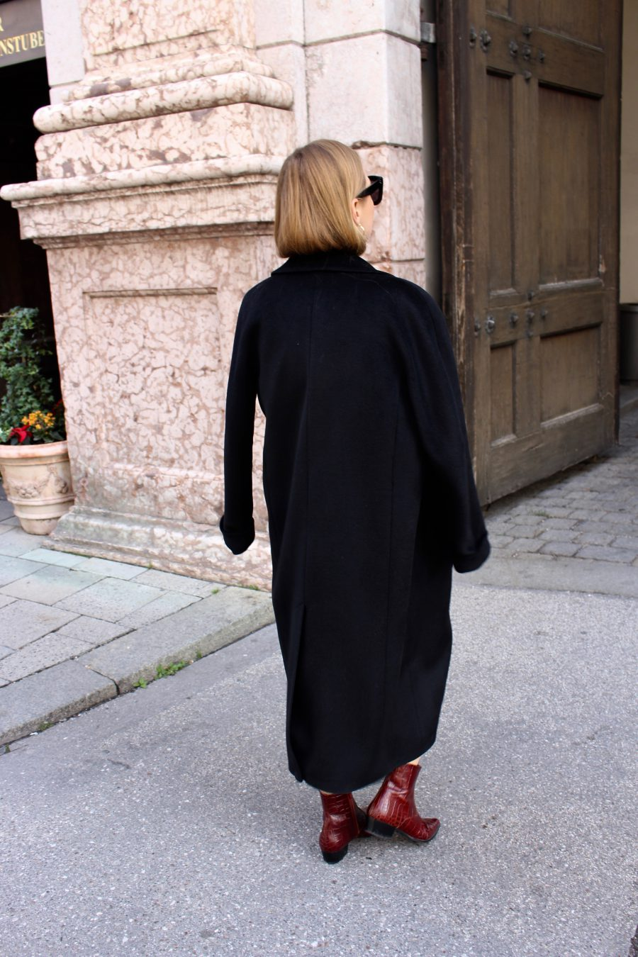 Black cashmere coat mellow moscow
