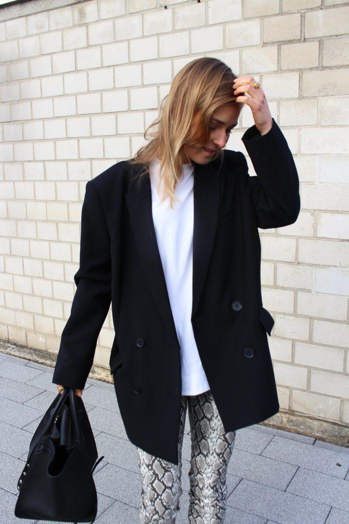 white basic shirt fashion blogger