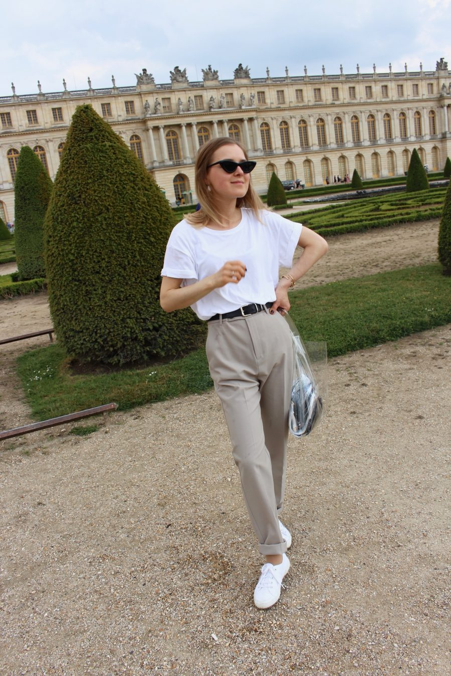 white tee fashion blogger