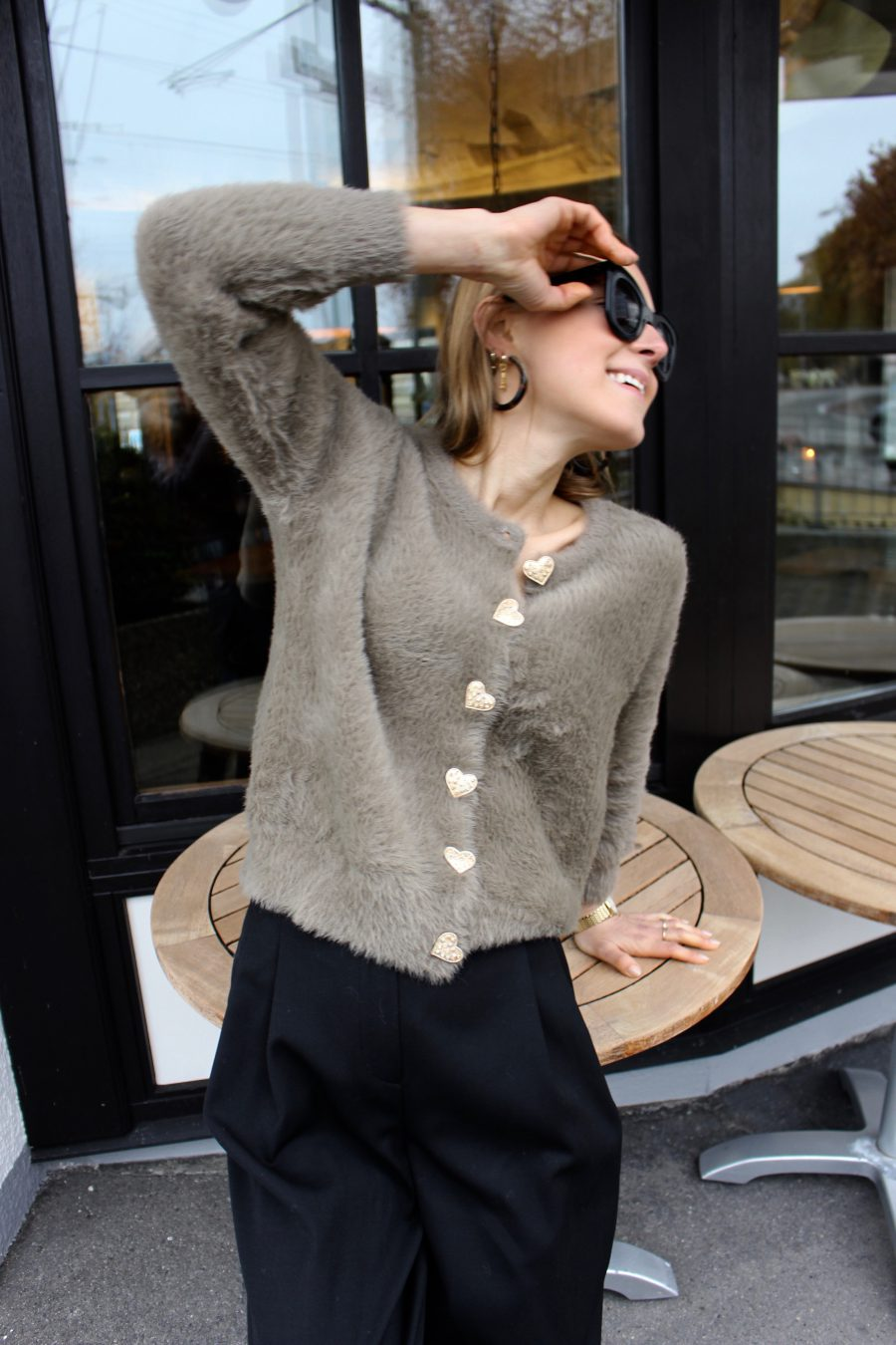 The fluffy sweater zara beige brown with gold details