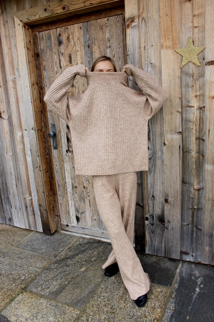 The Beige Rib-Knit Set | 16.12.2019