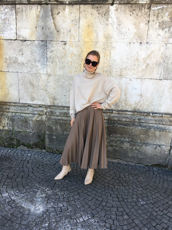 The Beige Sweater   13.10.2018